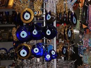 Amuleto para el mal de ojo. Foto: FocalPoint (licencia CC)