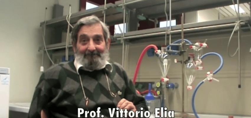 El profesor Vittorio Elia explica el modo de acción de las altas diluciones